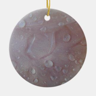 Regen-Tropfen auf einem Iris-Blumenblatt Keramik Ornament