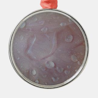 Regen-Tropfen auf einem Iris-Blumenblatt Silbernes Ornament