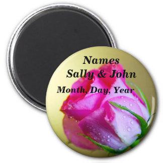 Regen-Tropfen-Küsse der Natur auf rosa Rose Kühlschrankmagnete