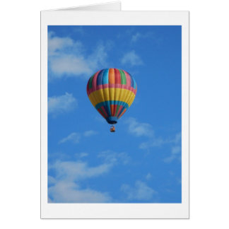 Regenbogen-Heißluft-Ballon-Fliegen im Himmel Karte