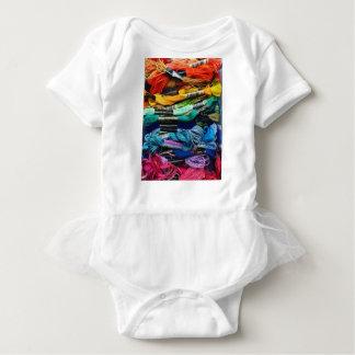 Regenbogen-Stickerei-Glasschlacke | verlegt Baby Strampler