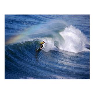 Regenbogen über einer Kalifornien-Surfer-Postkarte Postkarte