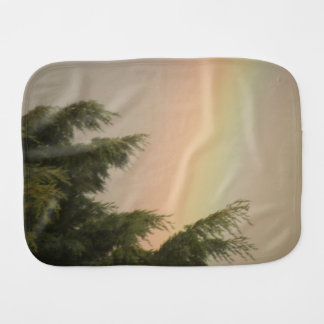 Regenbogen-und Bäumeburp-Stoff Spucktuch
