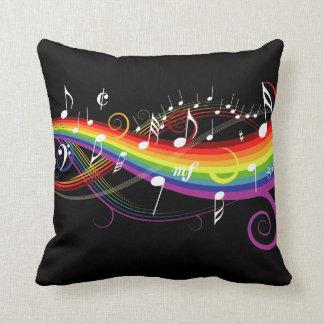 Regenbogen-weißer Musiknoten auf Schwarzem Zierkissen