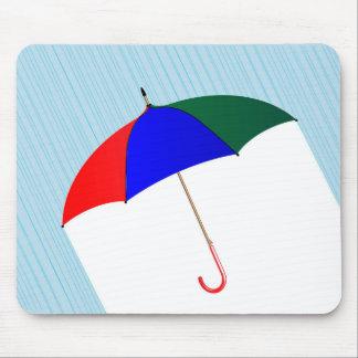 Regenschirm im Regen Mousepad