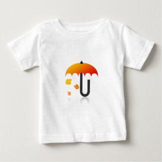 Regenschirm und Blätter Baby T-shirt