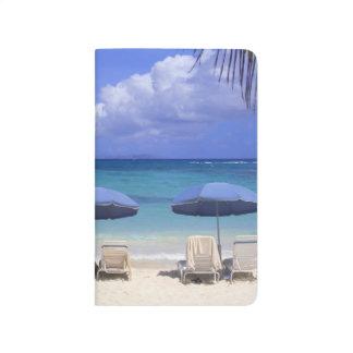 Regenschirme auf Strand, St. Maarten, karibisch Taschennotizbuch