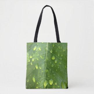 Regentropfen auf einem Blatt Tasche