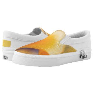 Regentropfen auf einer gelben Winter-Blume Slip-On Sneaker
