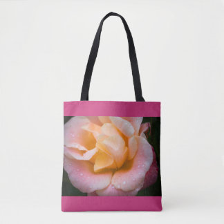 Regentropfen auf einer Rose Tasche