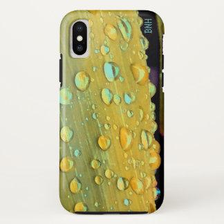Regentropfen-Nahaufnahme, Spacey Senf-Gelb iPhone X Hülle