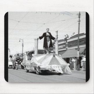 Regina-Vierzigerjahre Parade Mousepads