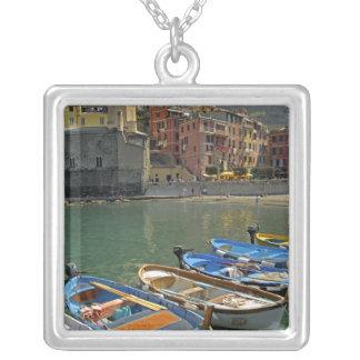 Region Europas, Italien, Ligurien, Cinque Terre, 2 Versilberte Kette