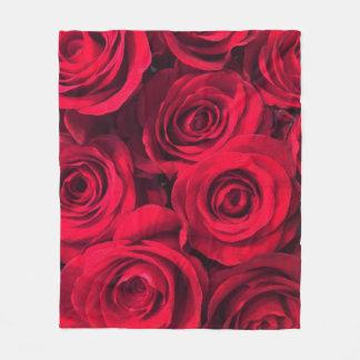 Reiche Rote Rosen Fleecedecke