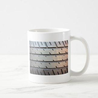 Reifen-Schritt Kaffeetasse