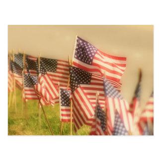 Reihe der amerikanischer Flaggen Postkarte