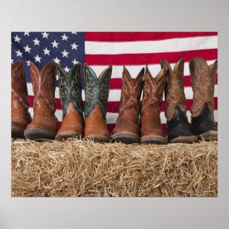 Reihe der Cowboystiefel auf Heuschober Poster