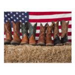 Reihe der Cowboystiefel auf Heuschober Postkarte