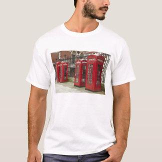 Reihe der Telefonkästen an der Rückseite vom T-Shirt