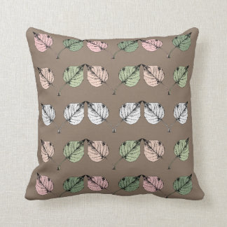 Reihe empfindliches Blätter auf Taupe Kissen