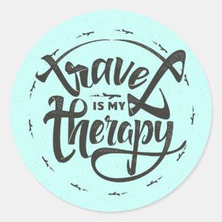 Reise ist meine Therapie Runder Aufkleber