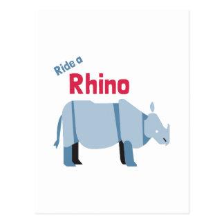 Reiten Sie ein Nashorn Postkarte
