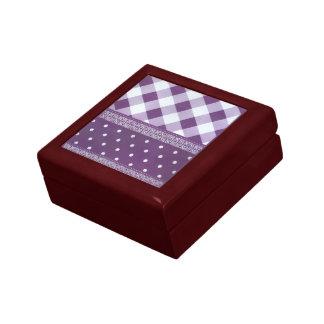 Reizender lila checkered Damast-nahtloses Muster Geschenkbox