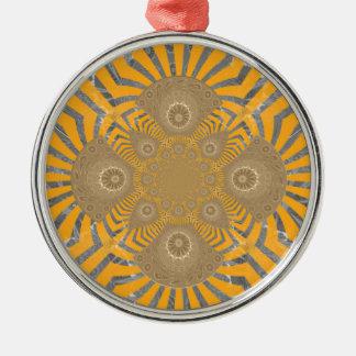 Reizender nervöser fantastischer symmetrischer rundes silberfarbenes ornament