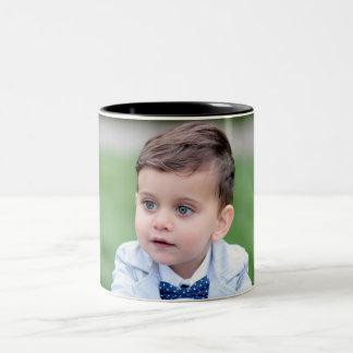Reizendes Jungen-Bild Zweifarbige Tasse