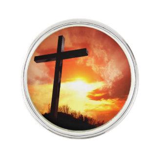Religiöses Ostern-Kreuz am Sonnenuntergang Anstecknadel