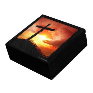 Religiöses Ostern-Kreuz am Sonnenuntergang Erinnerungskiste