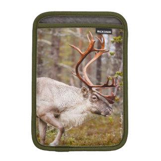 Ren, das in Wald geht iPad Mini Sleeve