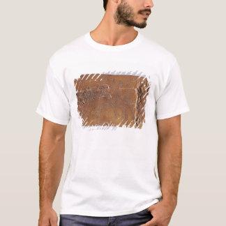 Renhorn geschnitzt mit Rotwild und dem Springen T-Shirt