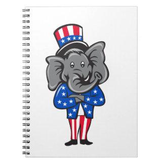 Republikanische Elefant-Maskottchen-Arme kreuzten Notizblock