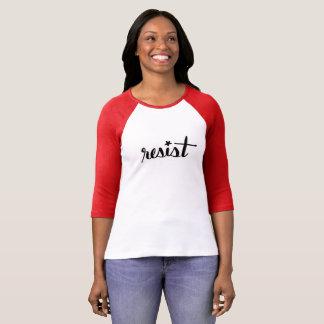 Resist Hand-mit Buchstaben gekennzeichneter T-Shirt