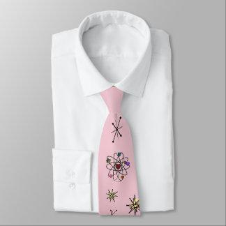 Retro 50er Atomvalentine-Herzen auf Rosa Bedruckte Krawatte