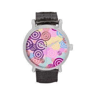 Retro Punkte Pastell Uhren