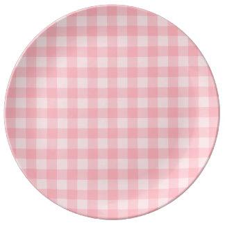 Retro rosa Gingham-karierter Muster-Hintergrund Teller