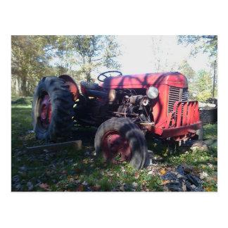 Retro roter Traktor Postkarte