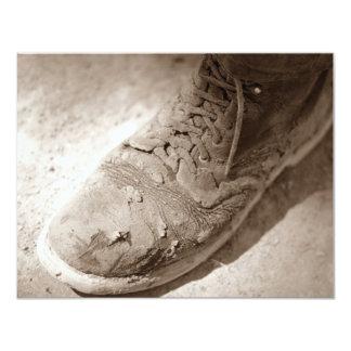 Retro Sepia getragene Arbeits-Stiefel-Ruhestands-E Einladungen