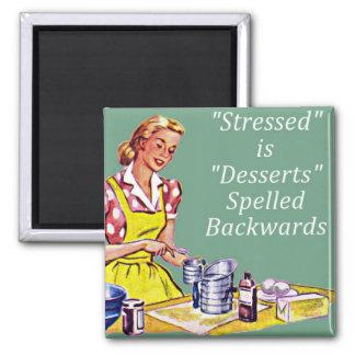 """Retro """"Stressed ist Nachtische buchstabiertes rück Quadratischer Magnet"""