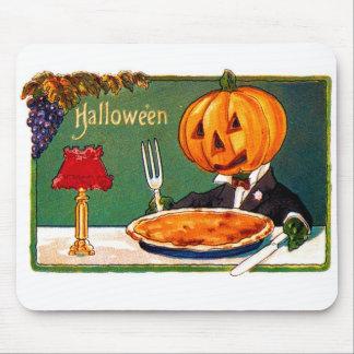 Retro Vintager Kitsch-Halloween-Kürbis, der Torte Mauspads