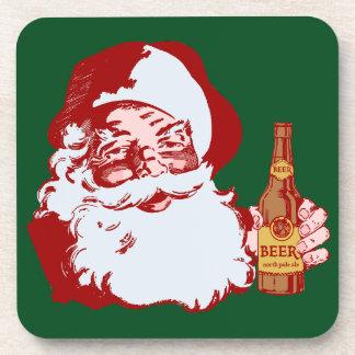 Retro Weihnachtsmann mit einem Bier-Weihnachten Cocktail Untersetzer
