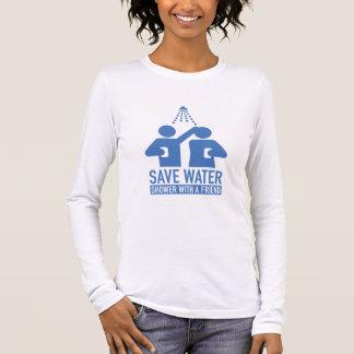 Retten Sie Wasser-Dusche mit einem Freund Langarm T-Shirt