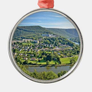Revin Stadt im Champagne Ardenne, Frankreich Silbernes Ornament