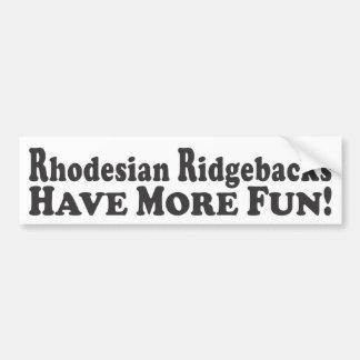 Rhodesian Ridgebacks haben mehr Spaß! - Stoßstock Autoaufkleber