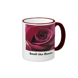 Riechen Sie die Rosen Ringer Tasse