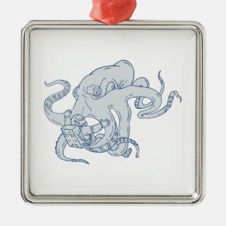 Riesige Kraken-kämpfendes Astronauten-Zeichnen Quadratisches Silberfarbenes Ornament