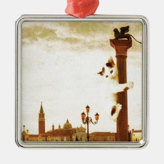 Riesiges Kätzchen in Venedig Quadratisches Silberfarbenes Ornament