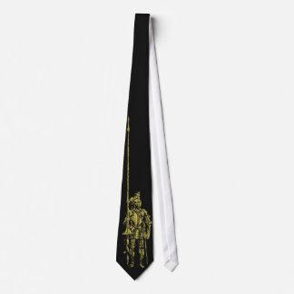Ritter im Rüstungs-Gold auf schwarzer Krawatte